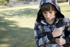 Teenager mit Schulerucksack Stockfoto