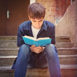 Teenager read the Book Royalty Free Stock Photography