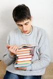 Teenager reads a Books Royalty Free Stock Photos
