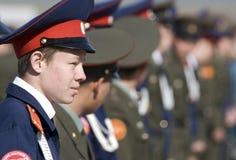 Teenager russo in uniforme militare fotografia stock libera da diritti