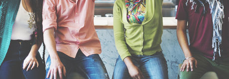 Teenager-Studenten-Hochschulfreund-Freundschafts-Konzept stockbild
