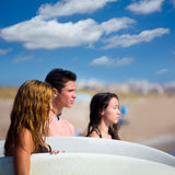 Teenager surfers group happy in beach shore Royalty Free Stock Photos