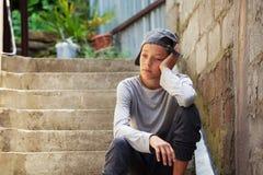 Teenager triste all'aperto Immagini Stock