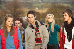 Teenager umgeben von Friends Stockfotografie