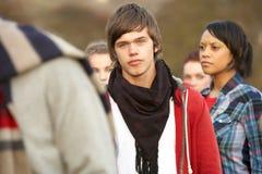 Teenager umgeben von Friends Lizenzfreies Stockfoto