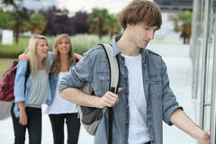 Teenagers arriving at college Royalty Free Stock Photos