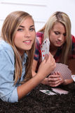 Teenagers playing cards Royalty Free Stock Images