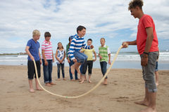 Teenagers playing skipping rope Royalty Free Stock Photo