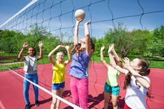 Teenagers are playing volleyball on the court Stock Photography