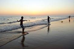 Teens στη πλευρά Ballena, επαρχία του Καντίζ, Ισπανία παραλιών Στοκ φωτογραφία με δικαίωμα ελεύθερης χρήσης