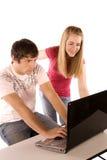 Teens στον υπολογιστή Στοκ φωτογραφία με δικαίωμα ελεύθερης χρήσης