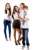 Teens χρησιμοποιώντας τα κινητά τηλέφωνα Στοκ φωτογραφίες με δικαίωμα ελεύθερης χρήσης