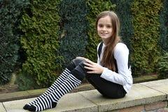 Teeny met gestreepte sokken royalty-vrije stock foto's