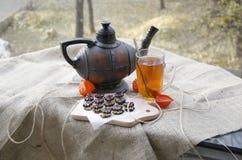 Teeparty auf der Terrasse Stockfotografie
