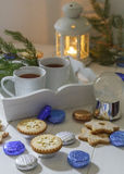 Teeparty des Stilllebens oder des Lebensmittel Foto-Weihnachtsneuen Jahres mit Bonbons Stockfotos