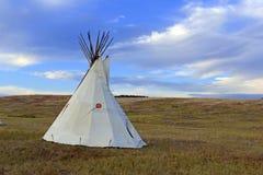 Teepee (tipi) jak używać rodowitymi amerykanami w Wielkich równinach Amerykańskim zachodzie i Zdjęcia Stock