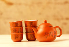 Teesatz gemacht vom Lehm Stockfoto