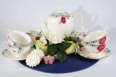 Teesatz im Dekor Stockfotografie