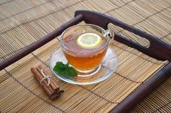 Teeschalenzitrone stockbild