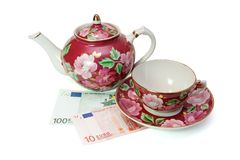 Teeservice an den Eurobanknoten Stockfotografie