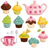 Teeset und kleine Kuchen Lizenzfreies Stockbild