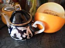 Teetopf und -wassermelone stockbild