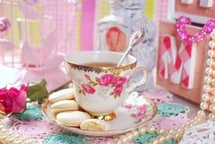 Teezeit in der romantischen Art stockfoto