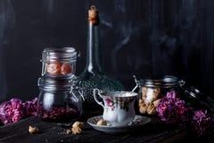 Teezeit mit Plätzchen Lizenzfreie Stockbilder