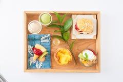 Teezeit-Nachtischsatz Lizenzfreies Stockfoto
