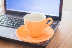 Teezeitbruch der Arbeit Stockbild