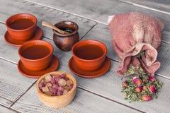 Teezeremonie, Teeparty Schalen, Honig, Zucker und Weinlesestoff sa stockbilder