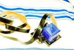 Tefilin juif Tfilin avec le Talit juif à l'arrière-plan Image libre de droits