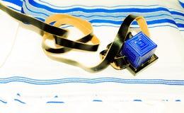 Tefilin juif Tfilin avec le Talit juif à l'arrière-plan Image stock