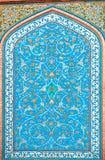 Tegelpatronen op een mooie blauwe kleurenmuur van historisch Perzisch huis in Isphahan, Iran Stock Fotografie