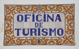 Tegelplatta av en mitt för turist- information royaltyfri foto