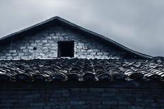 Tegelplatta-taklagt hus Arkivbilder