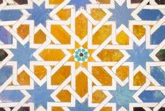 Tegelplattagarneringar i alhambra arkivbilder