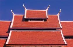 Tegelplattatak Achitecture av den buddistiska templet Royaltyfri Foto
