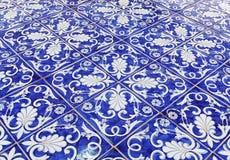 Tegelplattatexturbakgrund med blå majolica Royaltyfria Foton