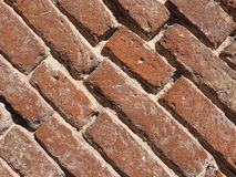 tegelplattor för bakgrund för vägg för röd tegelsten diagonala royaltyfria foton