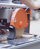 tegelplattor för cuttingmaskin royaltyfri fotografi