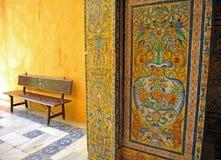 Tegelplattor glasade, den kungliga slotten för alcazaren i Sevilla, Spanien Arkivbild