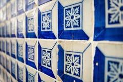 Tegelplattor i en gata i Alfama fotografering för bildbyråer