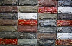 Tegelplattor med bilar Arkivfoto