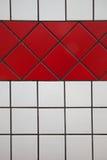 Tegelplattor vit och rött Arkivbild