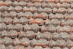 Tegels op een dak stock afbeeldingen
