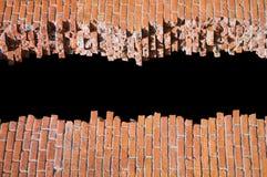 tegelsten bruten vägg för designmodellmall Royaltyfria Bilder