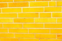tegelsten fejkar yellow för sidingvägg royaltyfria foton