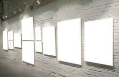 tegelsten inramniner väggen Arkivbilder