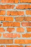 tegelsten knäcker den gammala väggen Vägg av röd tegelsten Royaltyfri Foto